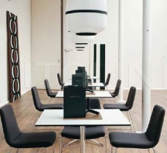 Стол обеденный COSMOS CST0807Q фабрика B&B Italia