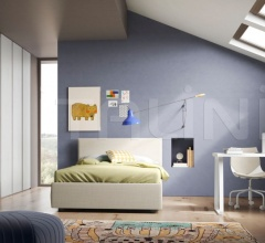 Bedroom with free-standing bed 01