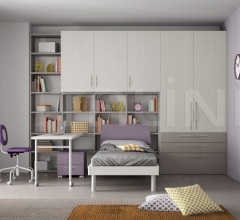 Bedroom with free-standing bed 02