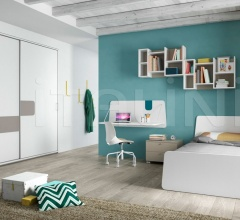 Bedroom with free-standing bed 06