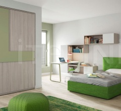 Bedroom with free-standing bed 08