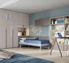 Bedroom with free-standing bed 09
