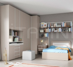 Bedroom with free-standing bed 10
