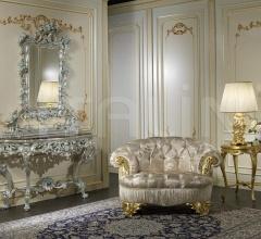 Tavolo intagliato di lusso con base dorata