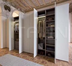 Freestanding wardrobe