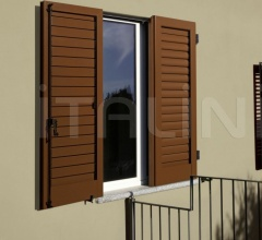 shutter with adjustable louvres