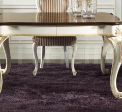 935 Table