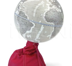 """Pungiball"" design desk globe on leather base - Scarlet/Warm Grey"