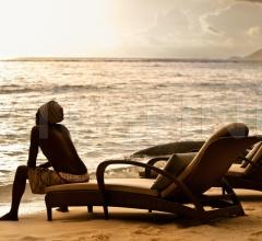 Шезлонг Tango Beach chair фабрика Dedon
