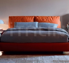 Кровать Massimosistema фабрика Poltrona Frau