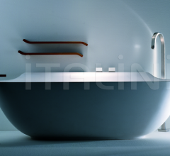 Wall bathtubs