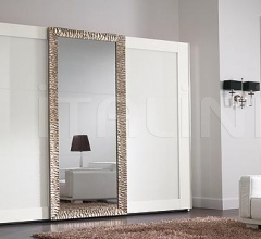 Luxor wardrobe, white lacquer, white engraved glasses, carved frame coated with antique silver leaf