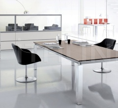 Han conference table with Rovere Moro desktop and aluminium brill structure.